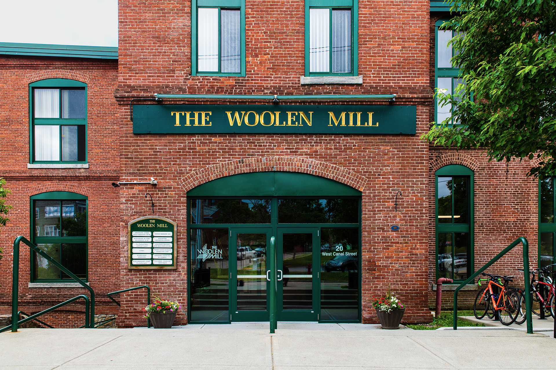The Woolen Mill entry